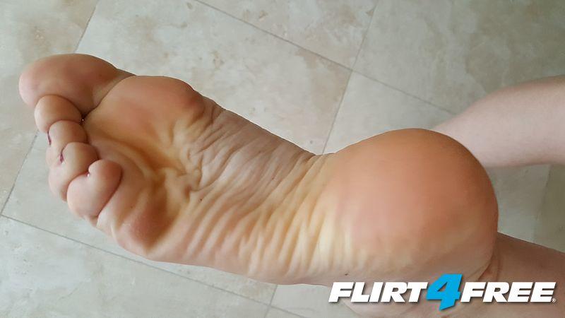 Wrinkled feet bottoms