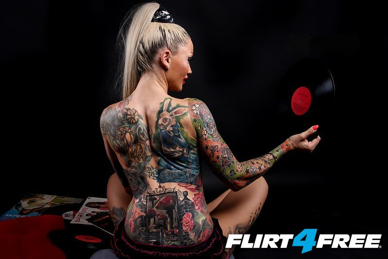 Tattooed chick Kayla Green taking anal penetration in black stockings № 50628 бесплатно